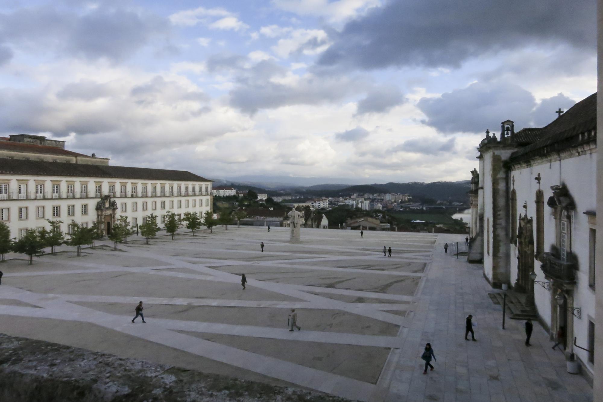 A Universidade de Coimbra é a mais antiga do país e tem mais de 25 mil alunos inscritos.