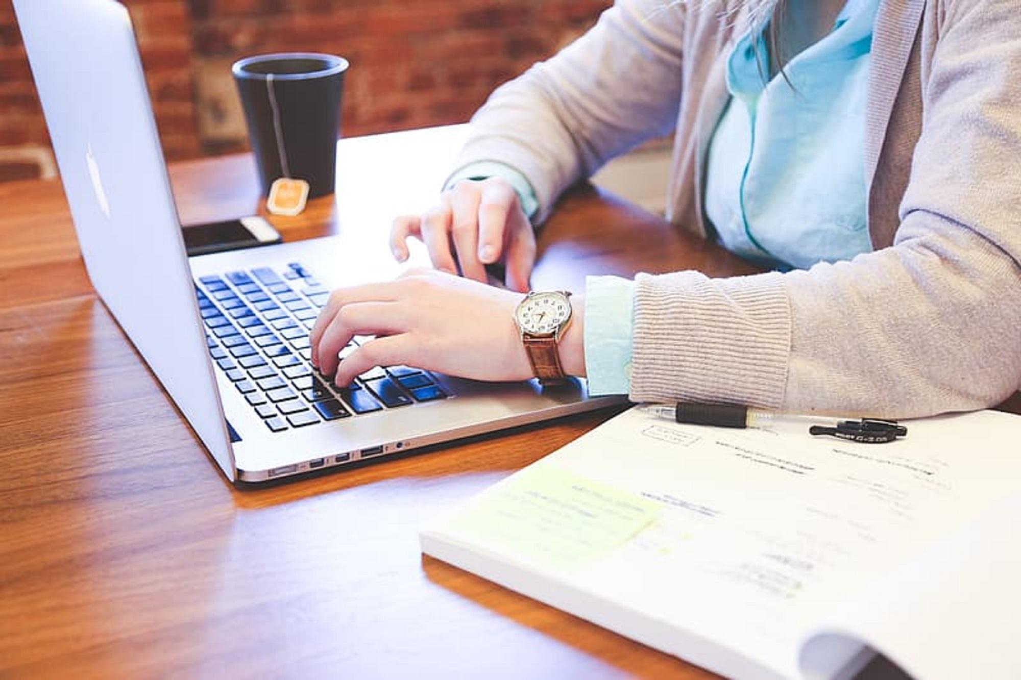 O teletrabalho é, segundo os especialistas, a forma mais eficiente de evitar um grande número de pessoas a deslocar-se para o local de trabalho.