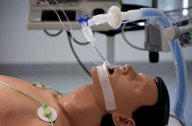 No tratamento da COVID-19 são usados os ventiladores mecânicos invasivos.