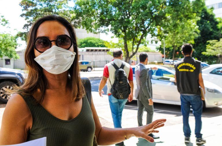 Há ainda grupos de voluntariado que continuam a acompanhar pessoas que vivem nas ruas brasileiras.