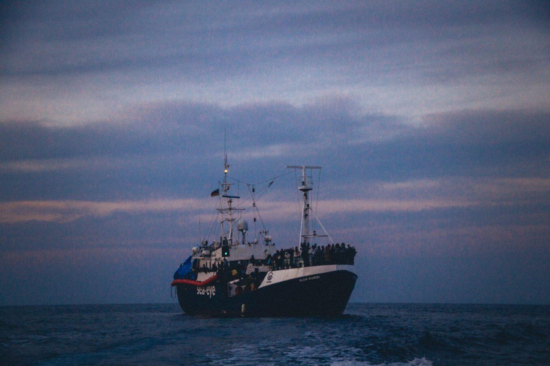 ONG exigem libertação de navios. Mediterrâneo Central sem barcos civis de resgate desde abril