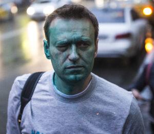O rosto de Alexei Navalny depois do ataque Zelyonka, em 2017.