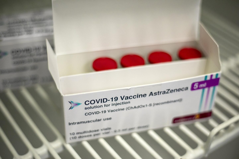 Futuro da vacina da AstraZeneca decidido até quinta-feira