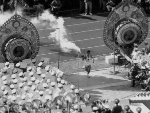 Yoshinori Sakai foi o escolhido para acender a Chama Olímpica.