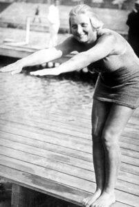Ethelda Bleibtrey foi uma das figuras mais marcantes dos JO de 1920.