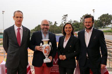 João Zilhão (à direita), diretor do renovado Estoril Open, durante a apresentação do torneio, esta sexta-feira.