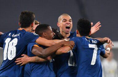 """Para além de Sérgio Oliveira, com dois golos, Pepe foi um dos esteios da brilhante exibição """"azul e branca""""."""