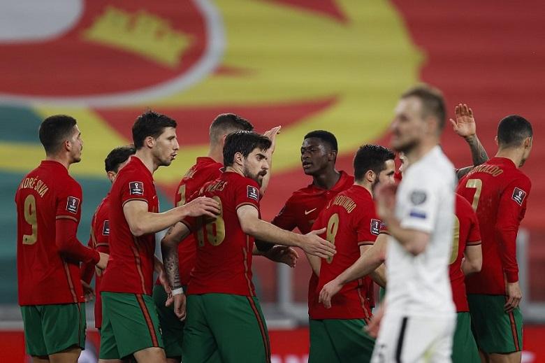 Autogolo de Medvedev deu a vitória a Portugal no primeiro jogo da qualificação para o Mundial do Qatar.