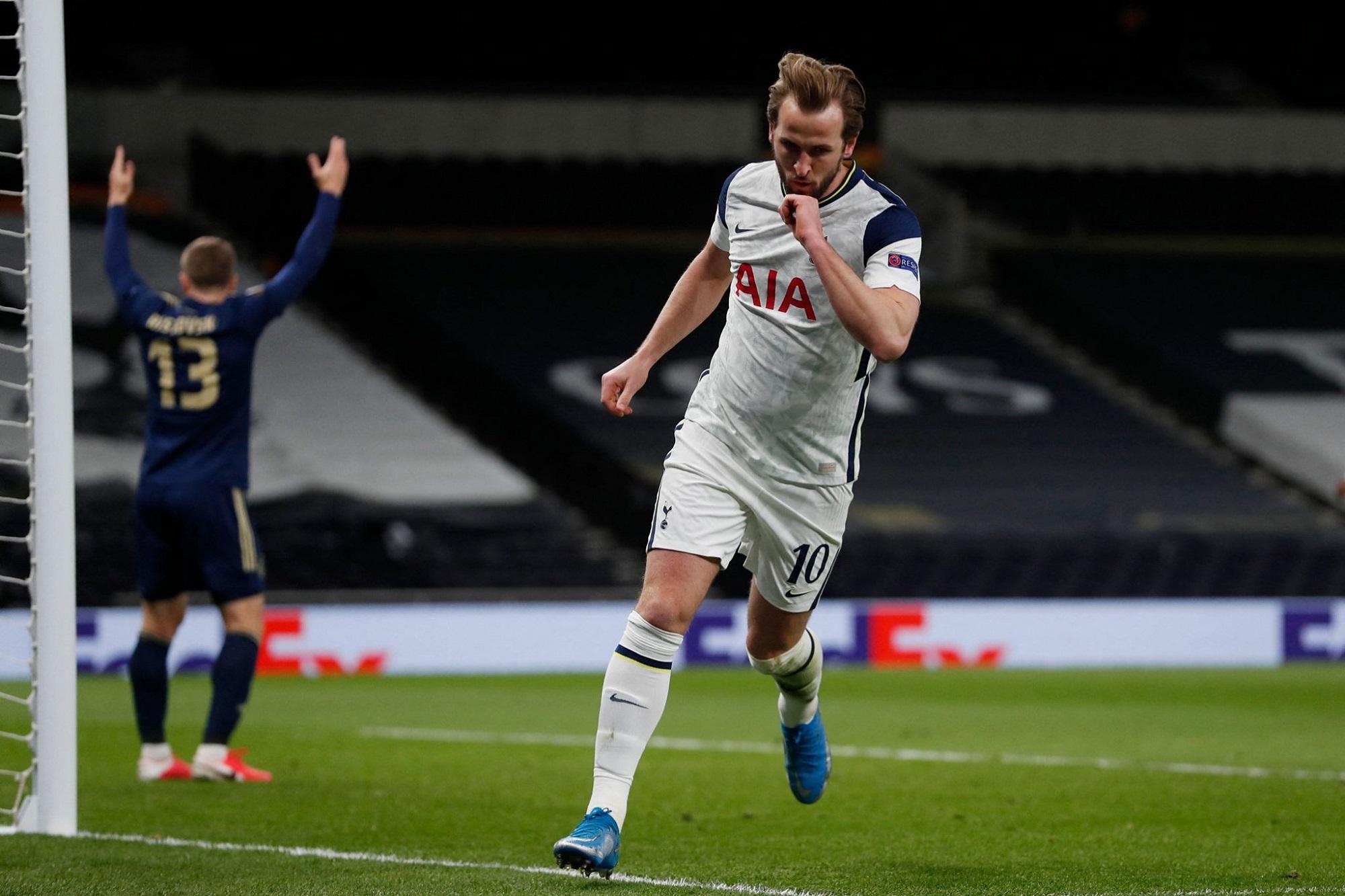 Harry Kane fez os dois golos da vitória caseira do Tottenham frente ao Dínamo Zagreb.