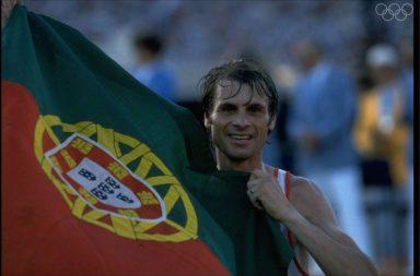 O triunfo do atleta português Carlos Lopes deu a Portugal a primeira medalha de ouro olímpica.