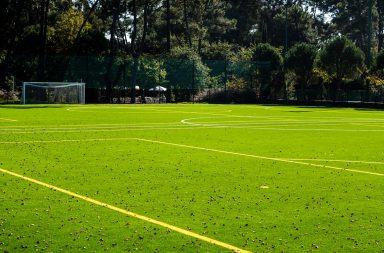 Zona desportiva do Parque da Cidade já tem em construção um edifício de apoio à atividade física.