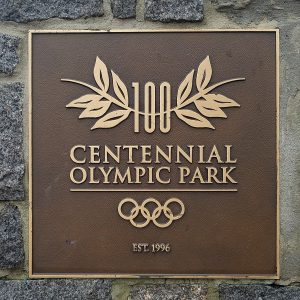 Placa na entrada do Parque construído em Atlanta para assinalar os Jogos Olímpicos.
