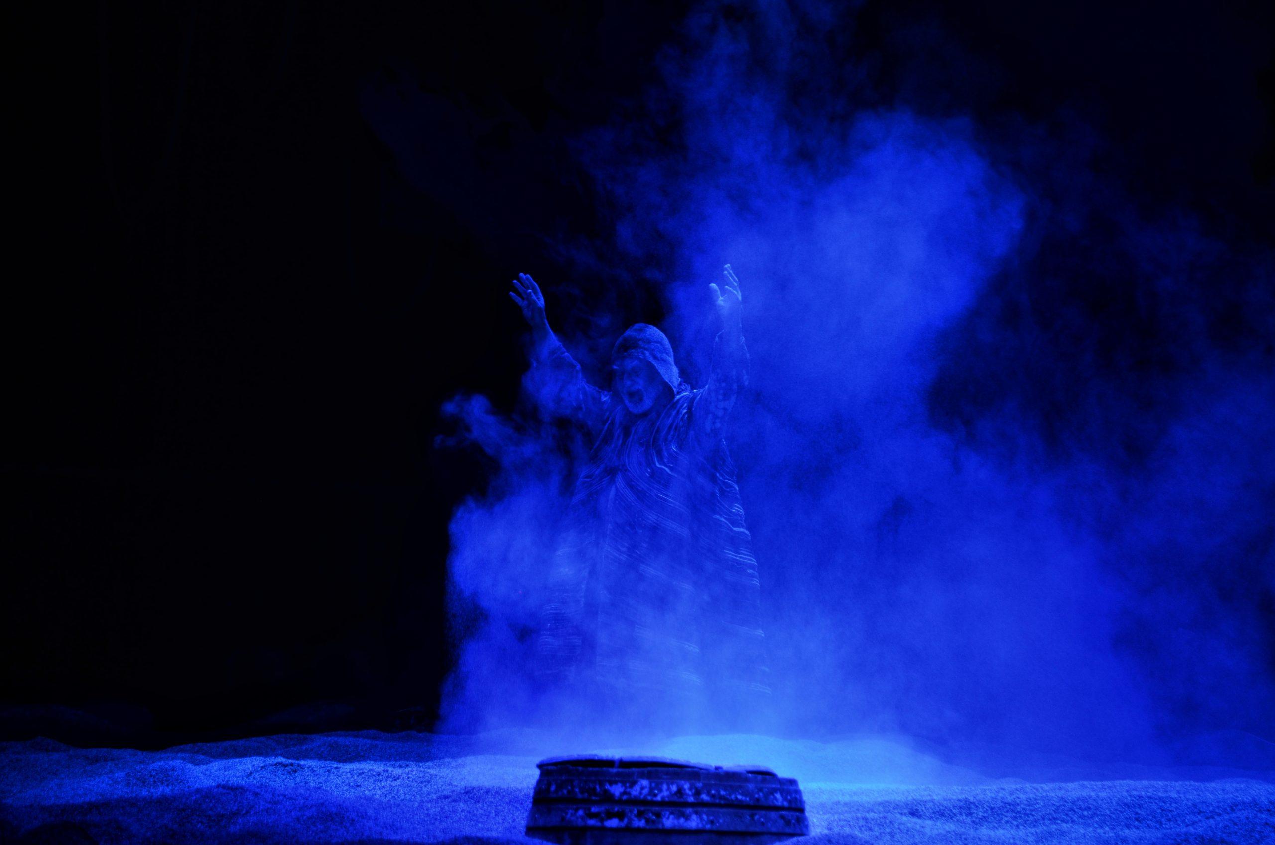 """""""Próspero"""" é um solo teatral encenado por Pedro Galiza e interpretado por Jorge Pinho."""