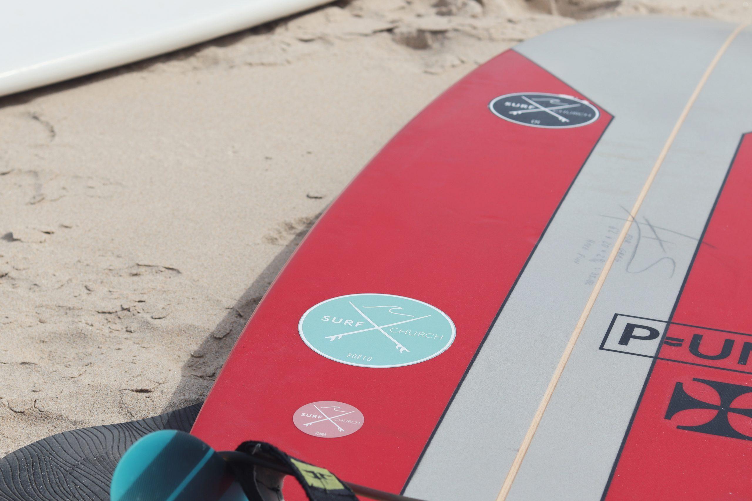 A comunidade dedica-se ao surf nos tempos livres