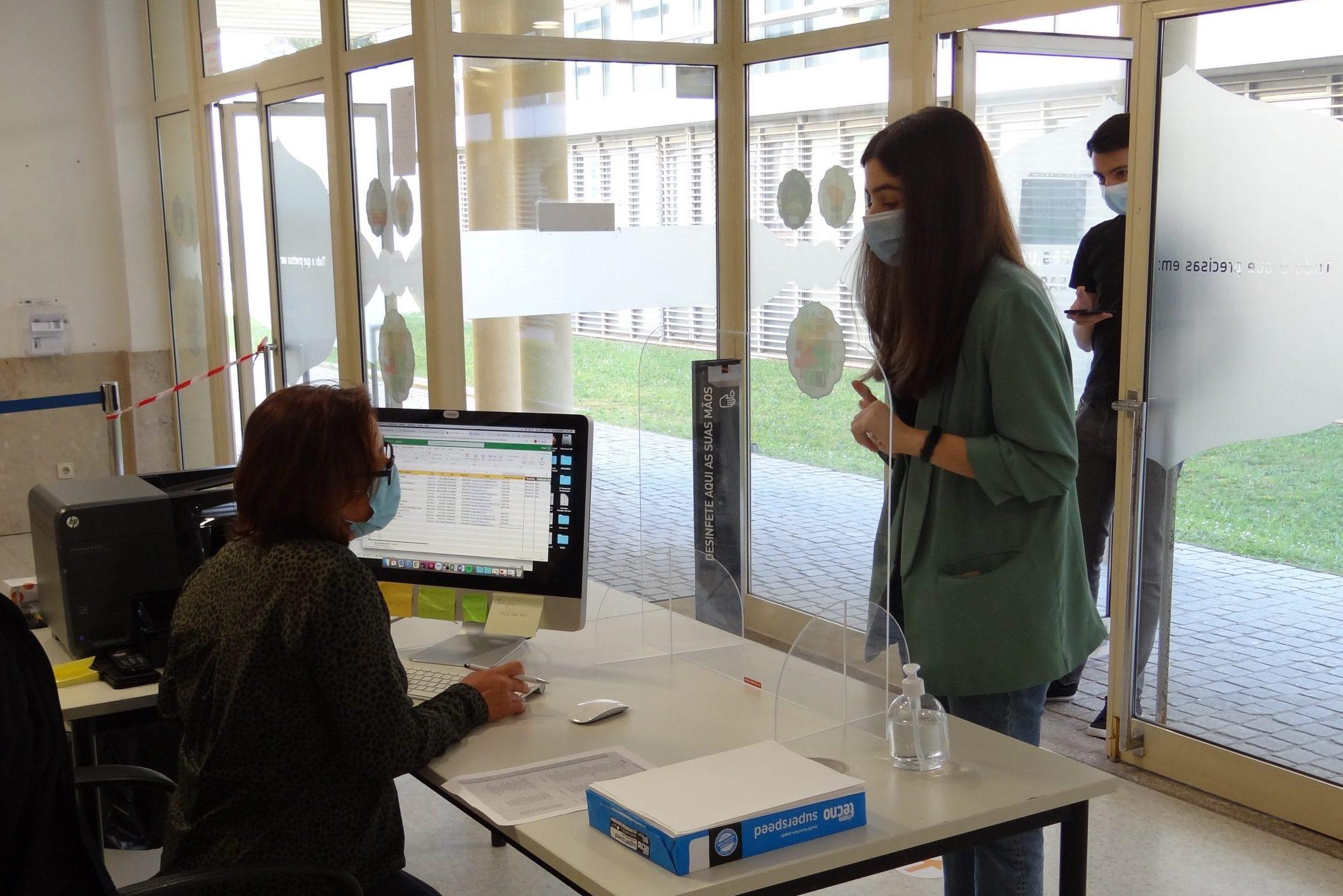 Os testes de rastreio da Universidade do Porto são gratuitos e voluntários, mediante inscrição prévia.