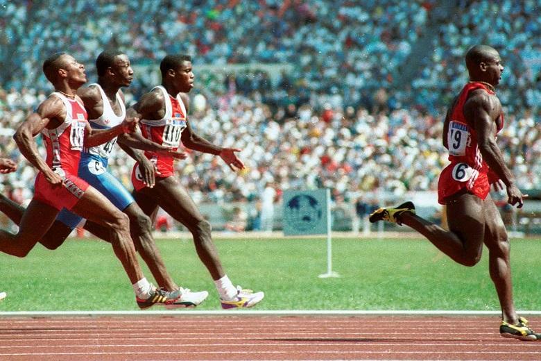 Ben Johnson venceu os 100 metros com recorde mundial, mas o título seria-lhe retirado três dias mais tarde devido a um teste positivo no controlo antidoping.
