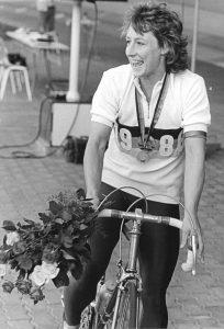 Christa Luding-Rothenburger foi a primeira e única atleta a vencer medalhas em Jogos Olímpicos de inverno e verão no mesmo ano.