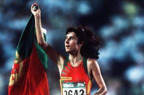 Fernanda Ribeiro após vencer os 10 mil metros em Atlanta.
