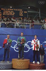 """Ian Thorpe, um jovem australiano de 17 anos, fez furor no país natal, tendo sido o """"rei"""" das piscinas, com conquista de três medalhas de ouro e uma de prata."""