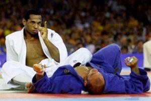 O judoca português, Nuno Delgado, conseguiu a sua primeira e única medalha nos Jogos Olímpicos.