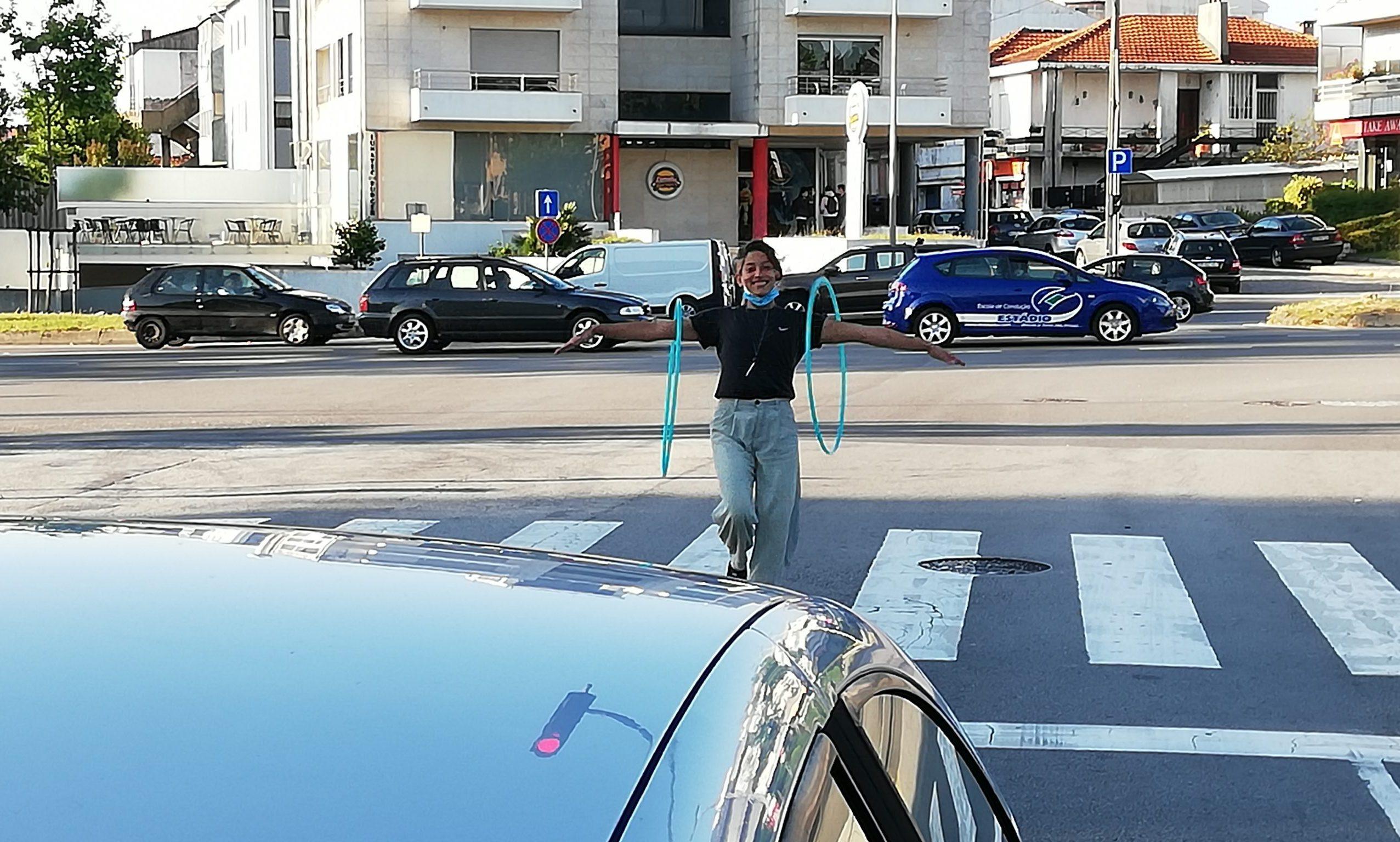 Ana Carolina começou a atuar em semáforos quando chegou a Portugal.